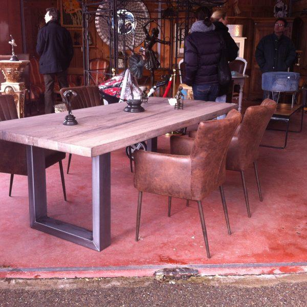 Table et Chaises Industrielles