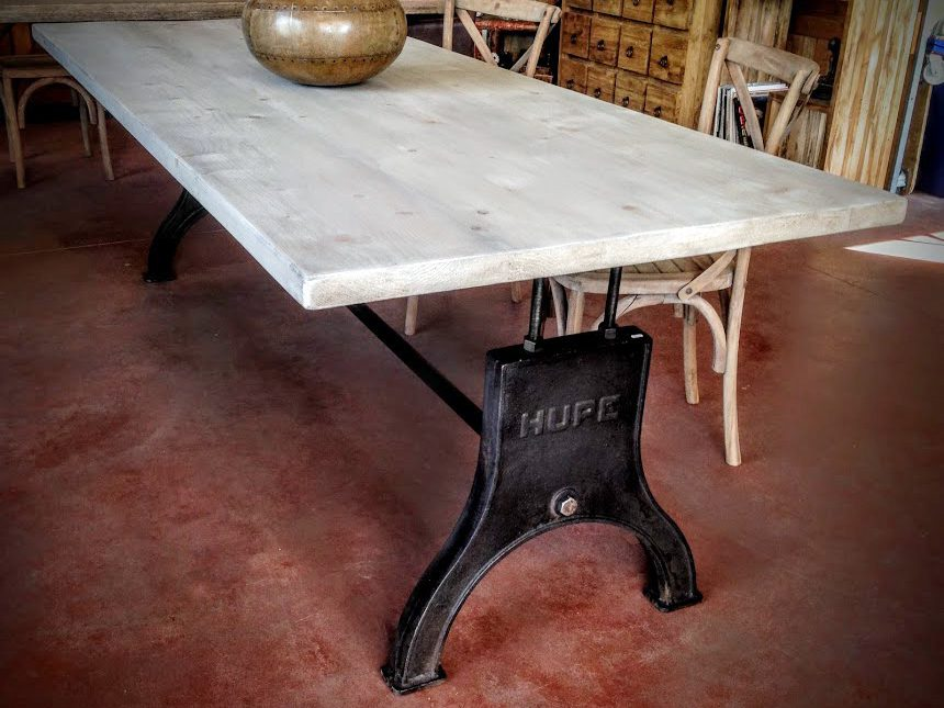 grande table industrielle pied hupe en fonte cr ation sur mesure. Black Bedroom Furniture Sets. Home Design Ideas