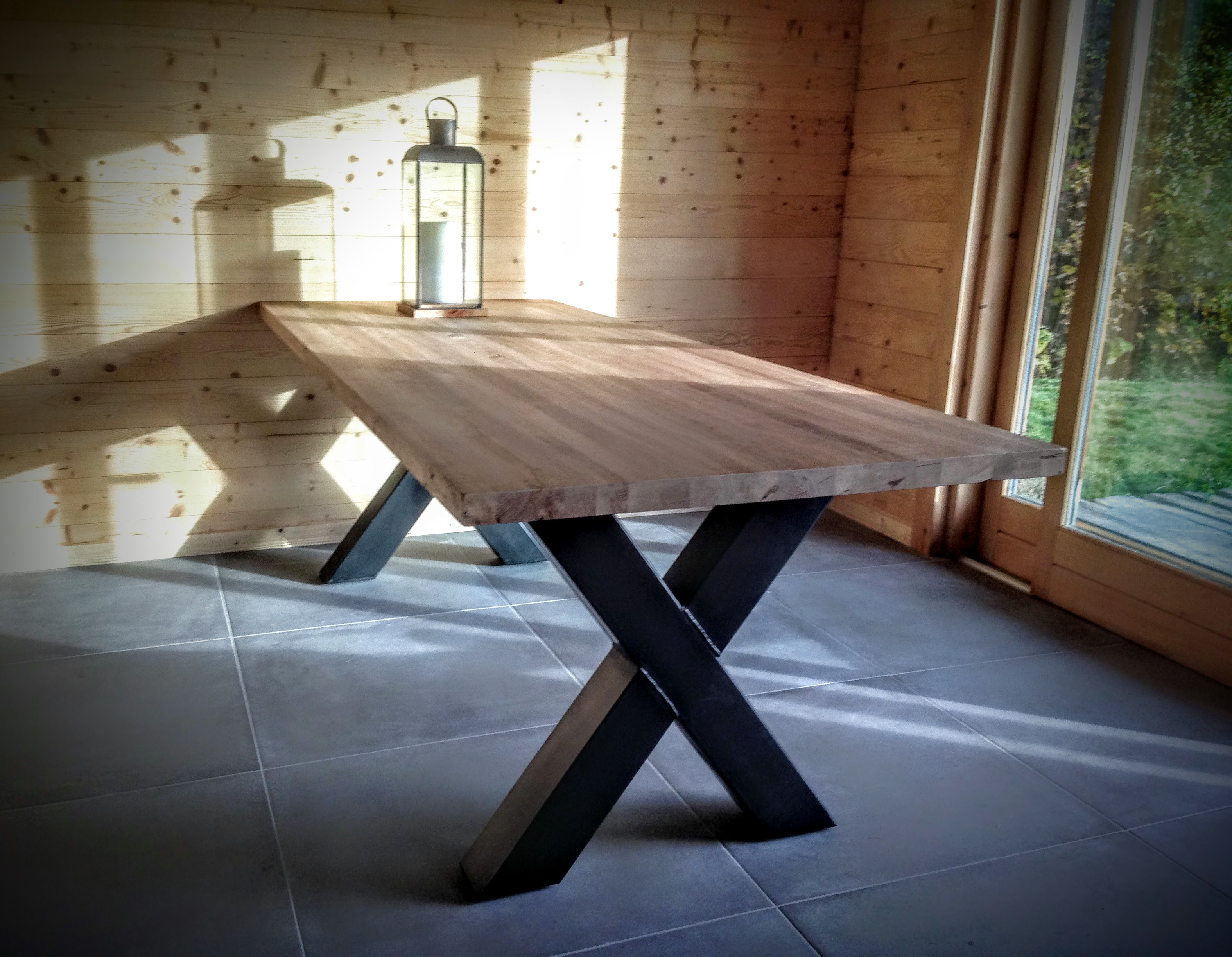 Table En Chene Clair : Table bois métal pied croix scandinave en acier