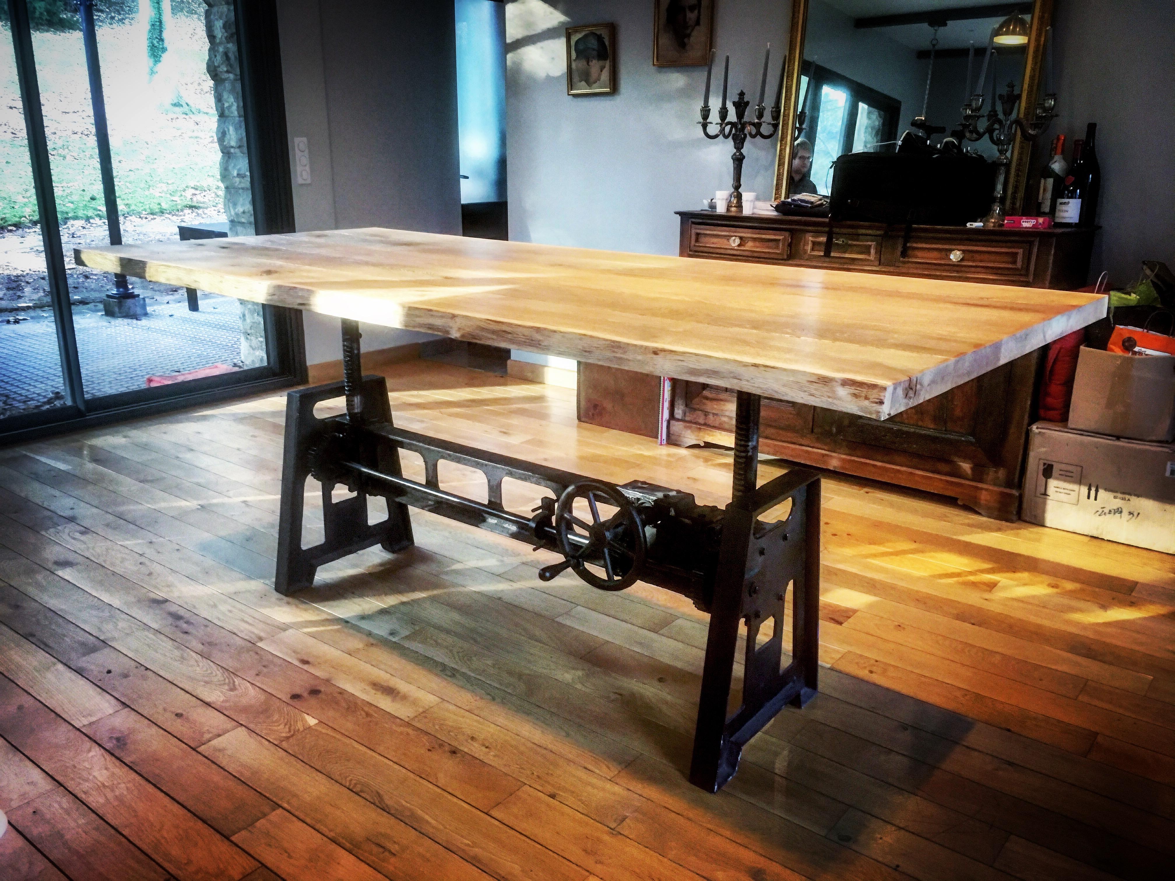 Table élévatrice Pied carré en Fonte - Bois Métal style