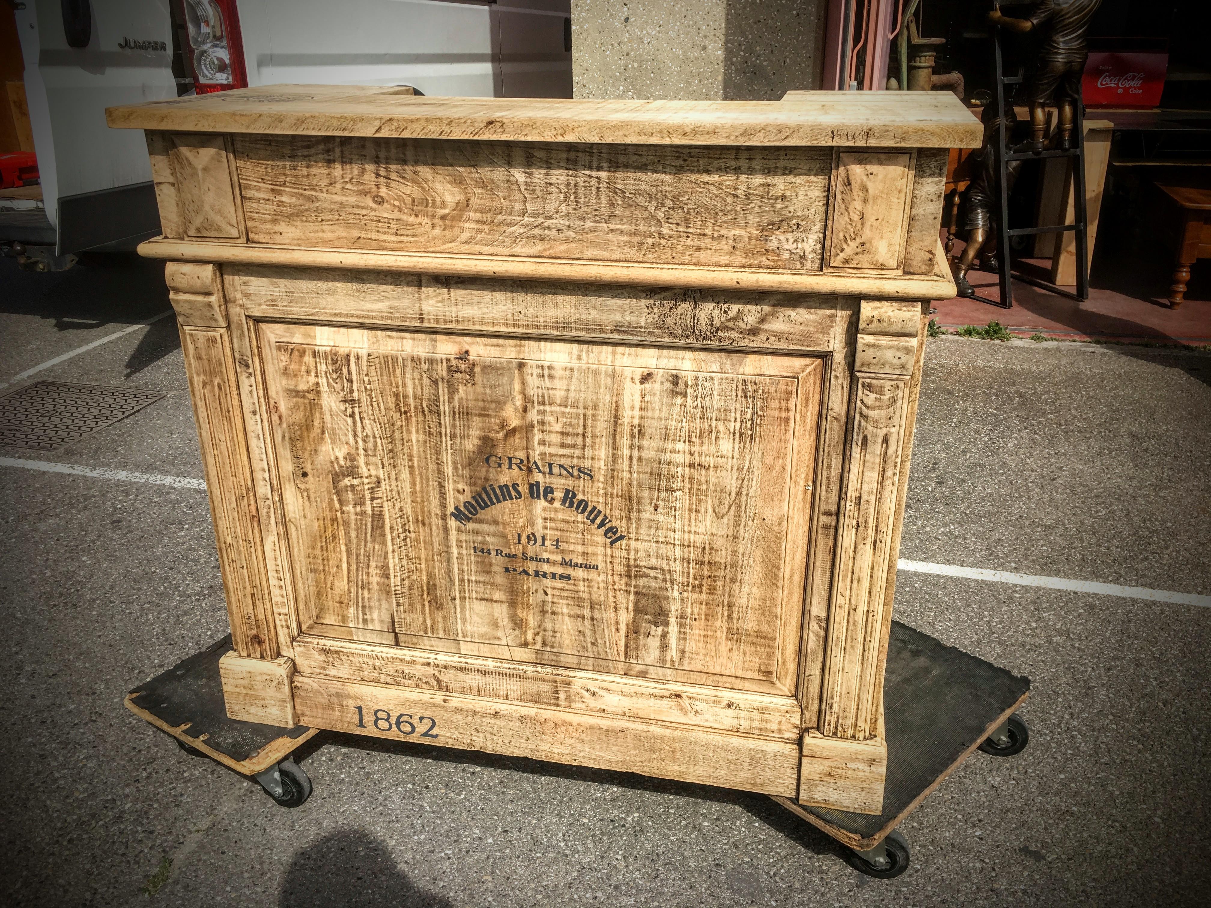meuble bar en bois patin style bistrot ameublement sur mesure. Black Bedroom Furniture Sets. Home Design Ideas