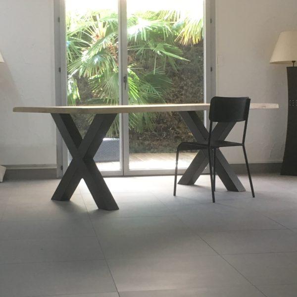 Table Pieds Croisés Lyon