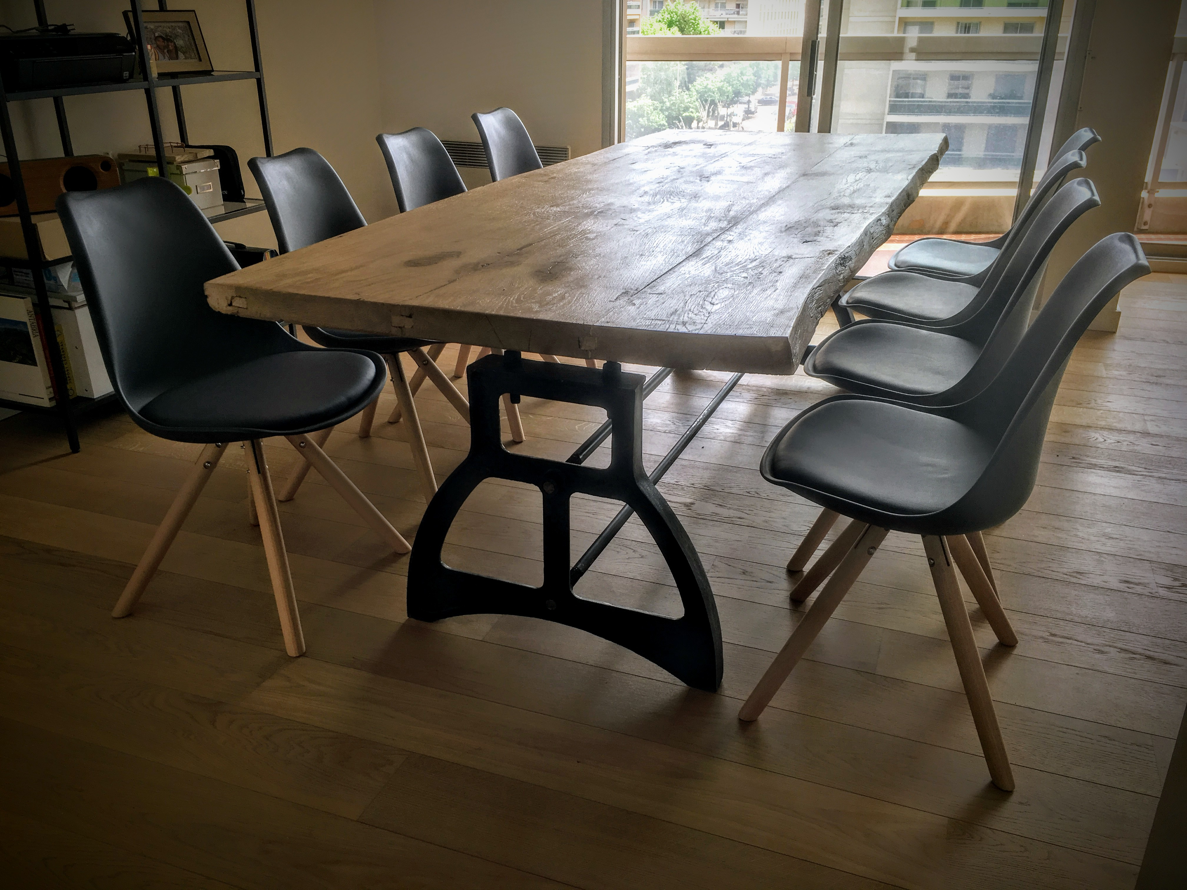 table de salon industrielle en bois pied coupole en fonte. Black Bedroom Furniture Sets. Home Design Ideas
