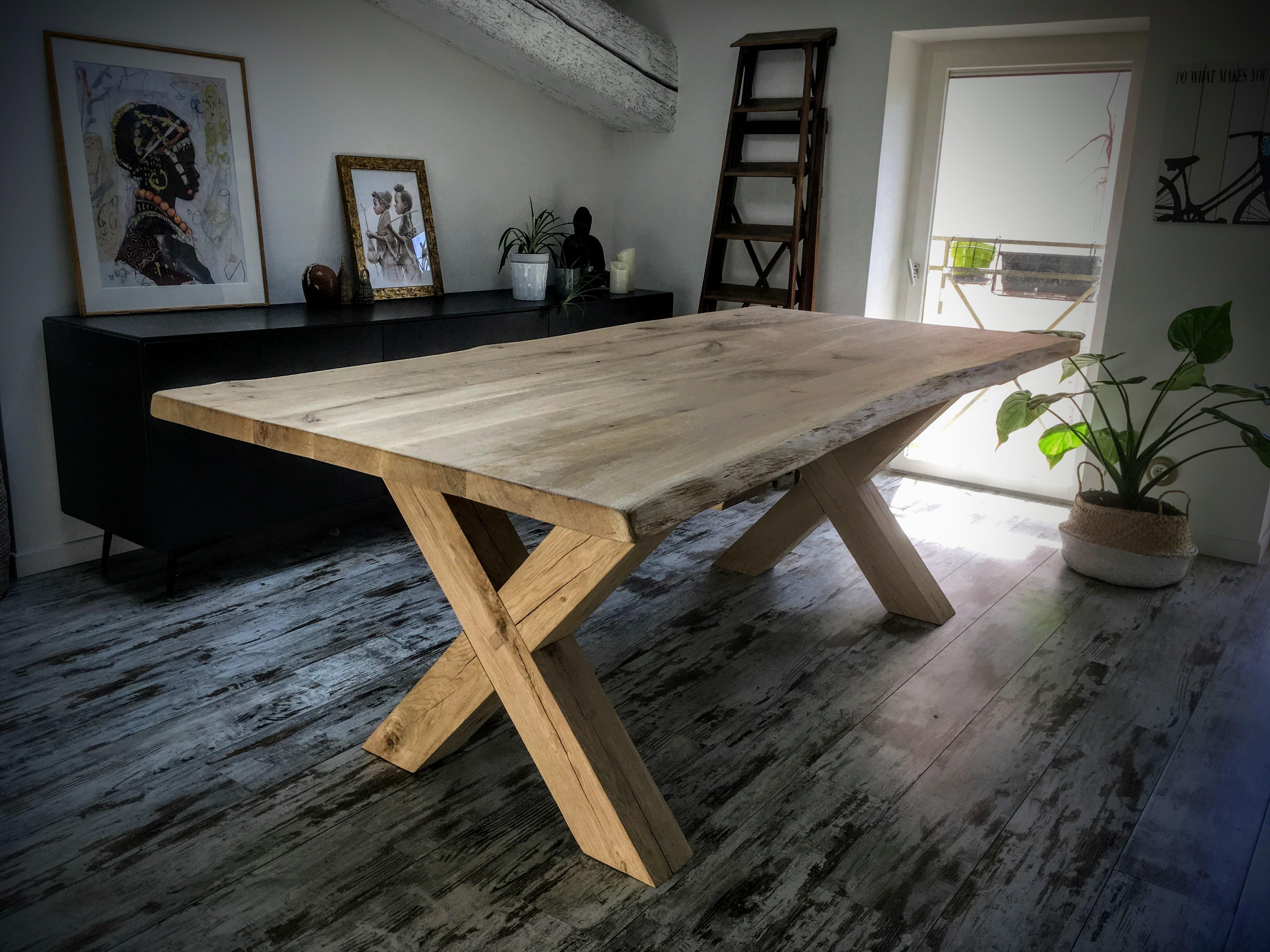 table scandinave avec pieds crois s enti rement en ch ne massif. Black Bedroom Furniture Sets. Home Design Ideas