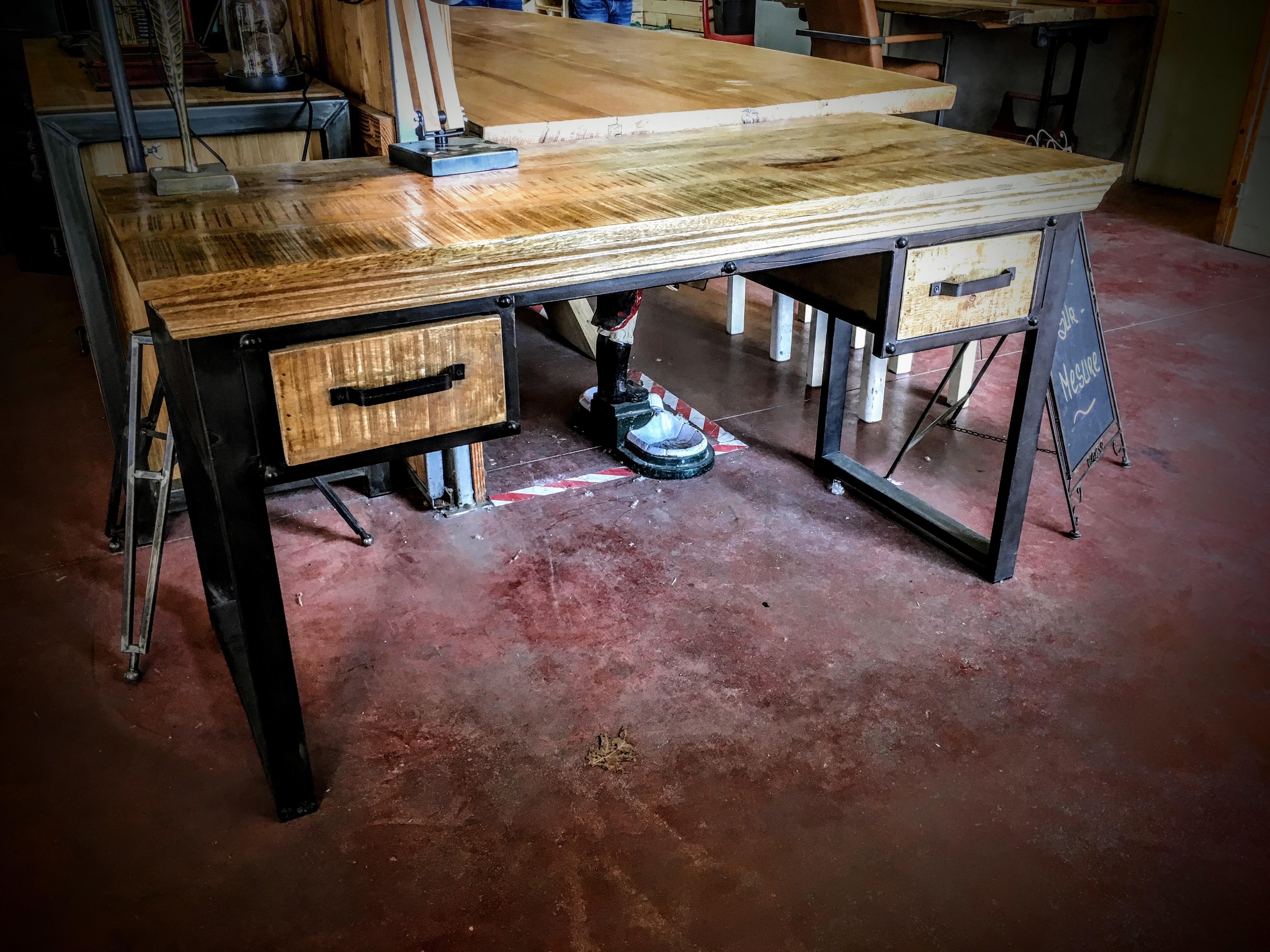 Bureau industriel en bois et métal deux tiroirs design rétro
