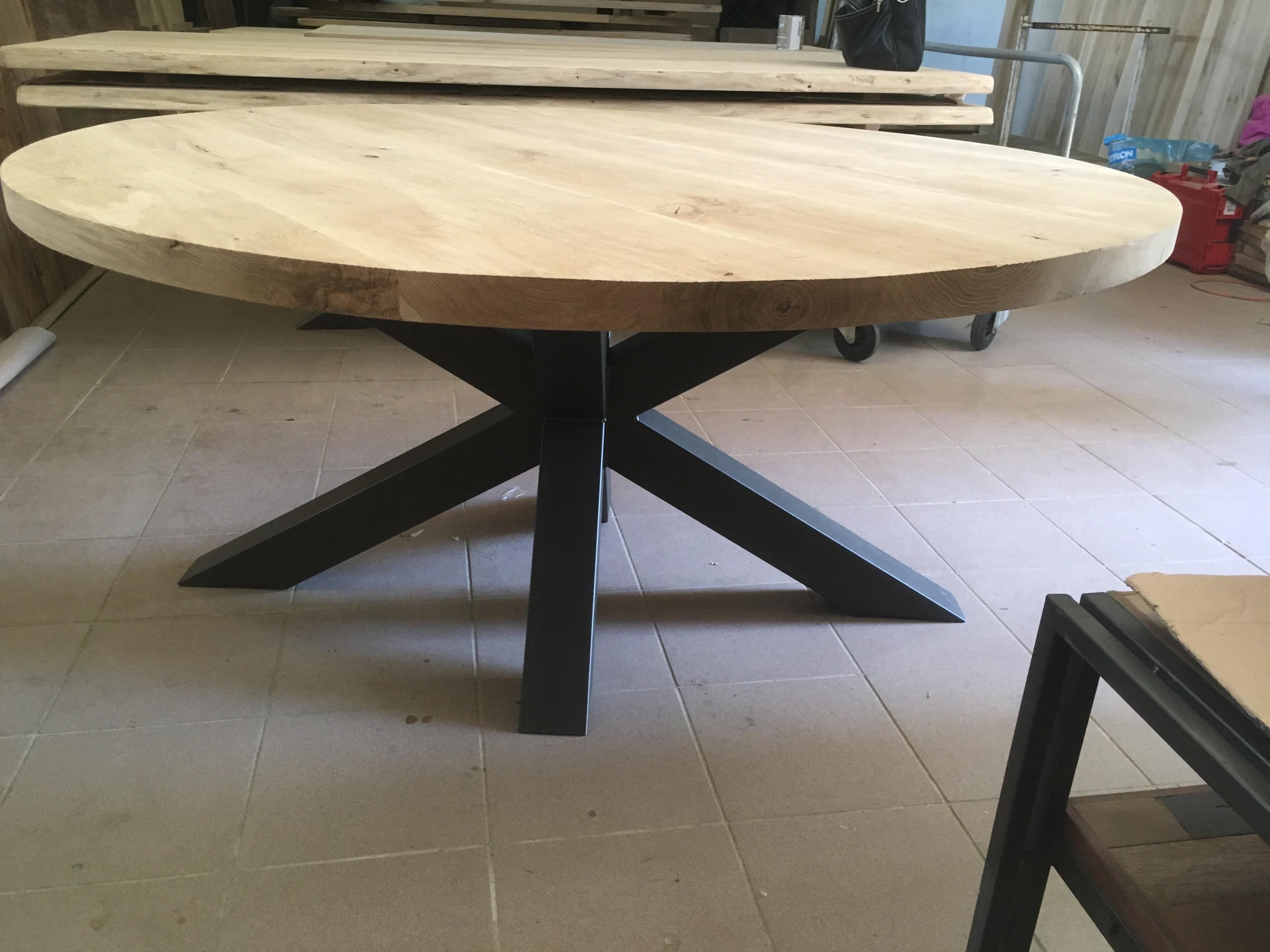 table ronde pied central design scandinave cr ation. Black Bedroom Furniture Sets. Home Design Ideas