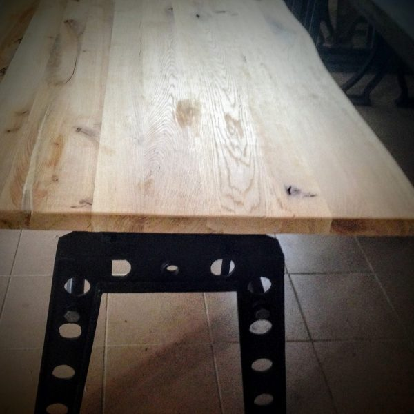 Table au Design Industriel Lyon