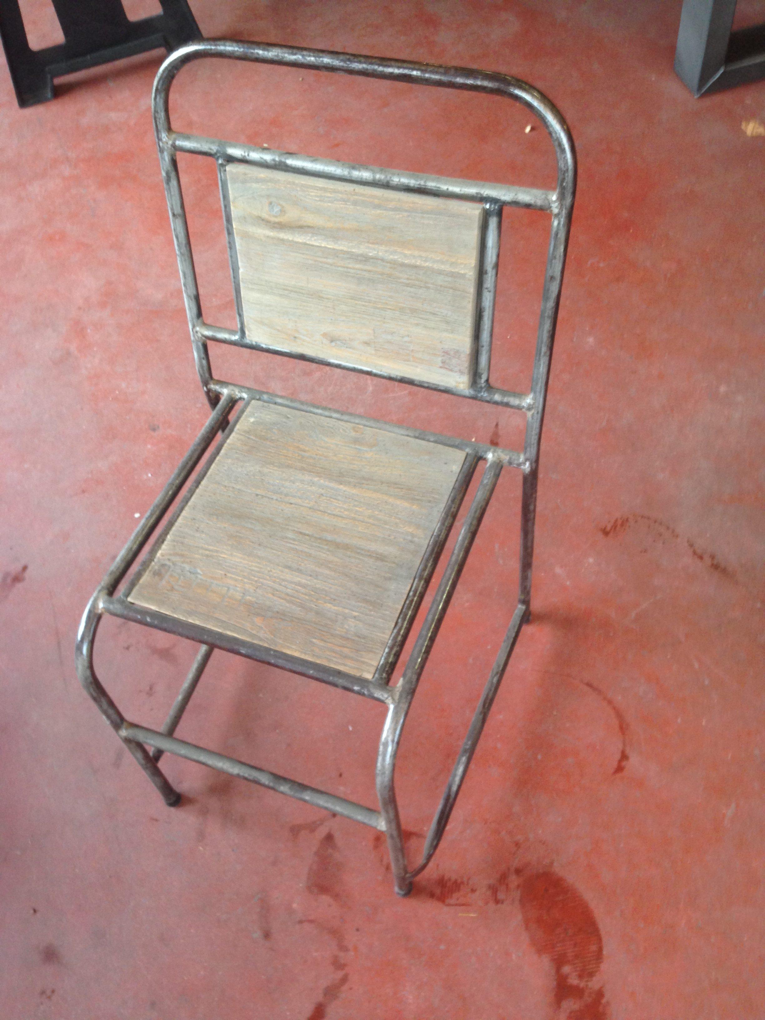 Chaise Bois Et Metal Industriel vintage et d'écolier chaise métal industrielle atelier bois