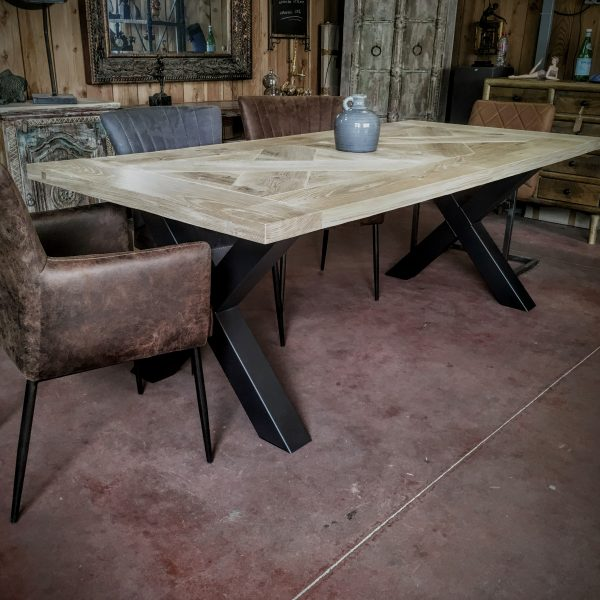 Table Croix Scandinave